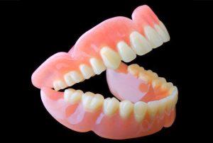 Soins prothétiques amovibles | Implant dentaire à Echallens